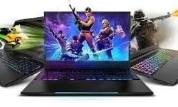 """gaming-1. Computer, hvor """"spillet"""" er på vej ud af skærmen"""